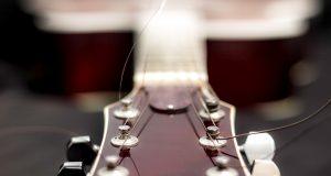Yousician sovelluksella voi opetella soittamaan eri soittimia.